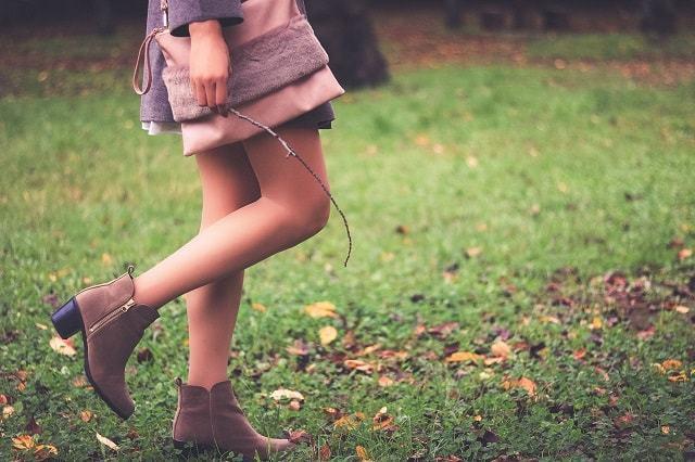森ガールの女性の足元