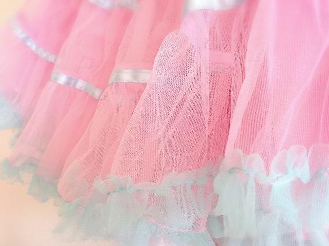 ピンク色のパニエ