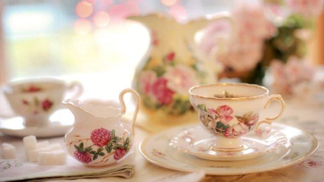 高級な花柄ティーカップ